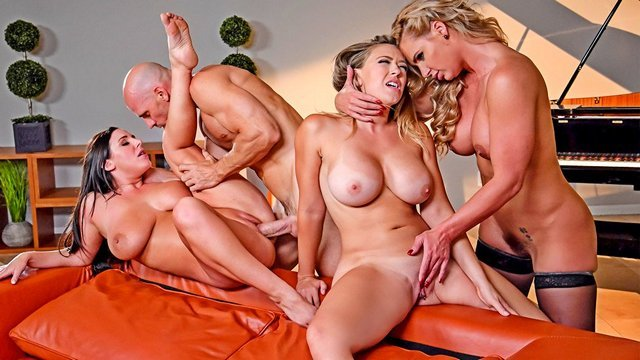 порно жена любит с двумя